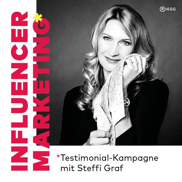Stefanie Graf hält ihr Feiler Tuch in der Testimonial Kampagne