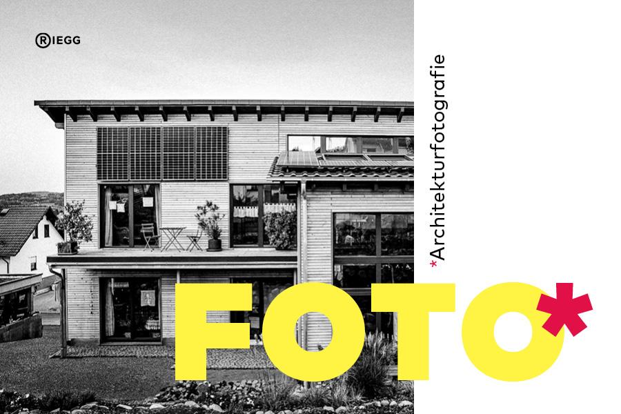 Auschnitt eines Architekturfotos in schwarz-weiß und Schriftzug